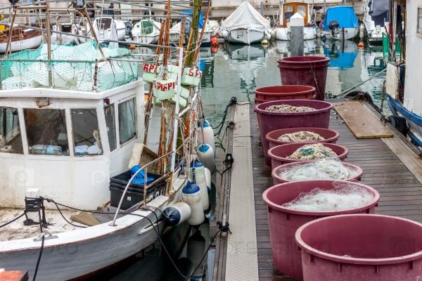 Рыбацкие лодки и оборудование