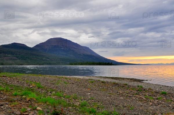 Закат на озере в Сибири