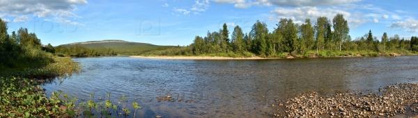 Панорама таежной реки в национальном парке