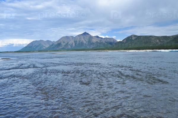 Широкая горная река