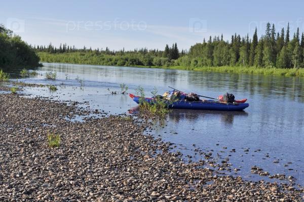 Катамаран для сплава на таежной реке
