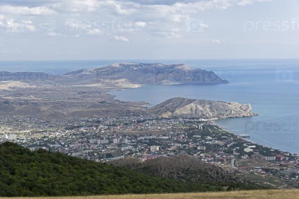 Вид с вершины горы к морю