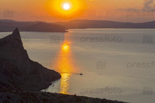 Рассвет на побережье Черного моря