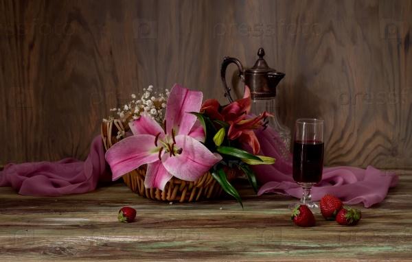 Букет из лилий, вино и клубника