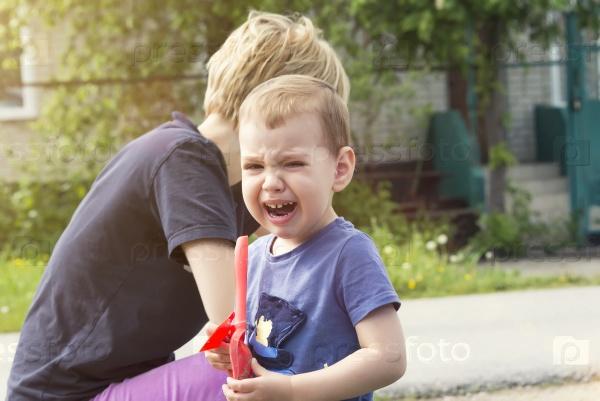 Ребенок плачет от обиды