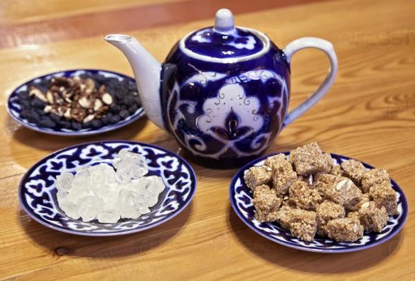 Традиционный узбекский чай и сладости