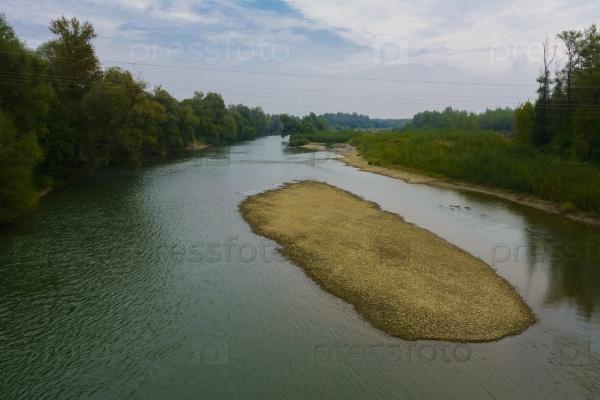 Быстрая горная река на западе Украины