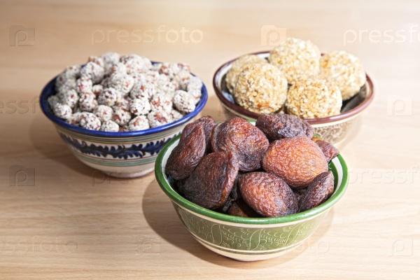 Восточные сладости на столе
