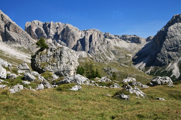 Гигантские скалы в Валь-ди-Гардена, Доломиты
