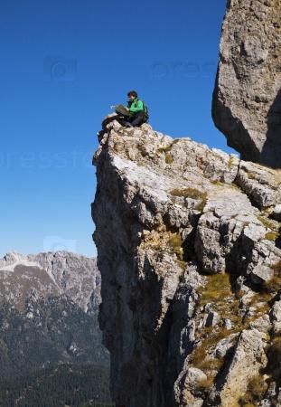Турист на скале