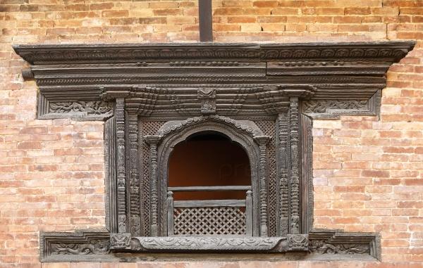 Авангардные непальские окна из дерева