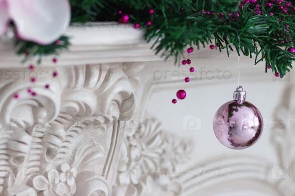 Рождественские украшения на еловых веток