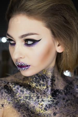 Модный макияж и боди-арт