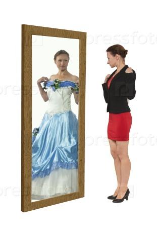 Женщина мечтает быть принцессой