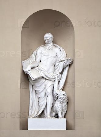 Статуя Святого Марка на Соборе Святого Станислава и Святого Владислава в Вильнюсе