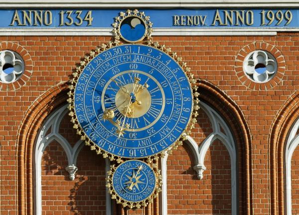 Астрономические часы на Доме Черноголовых, Рига