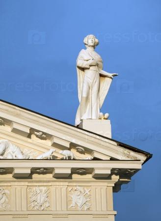 Статуя на крыше собора Вильнюса