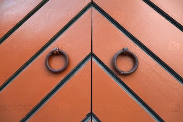 Кольцеобразные дверные молотки