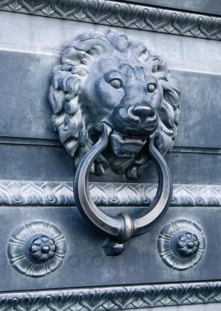 Лев - дверной молоток