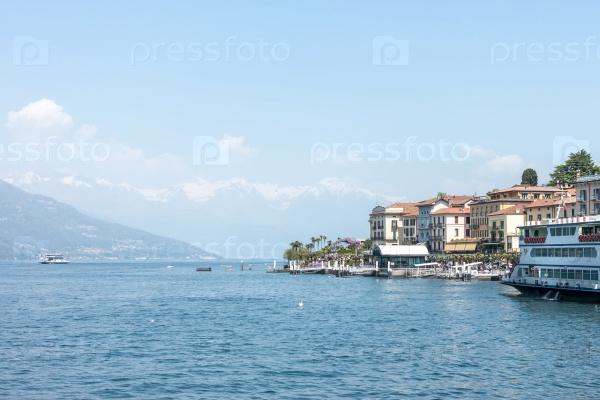 Красивый пейзаж озера Комо