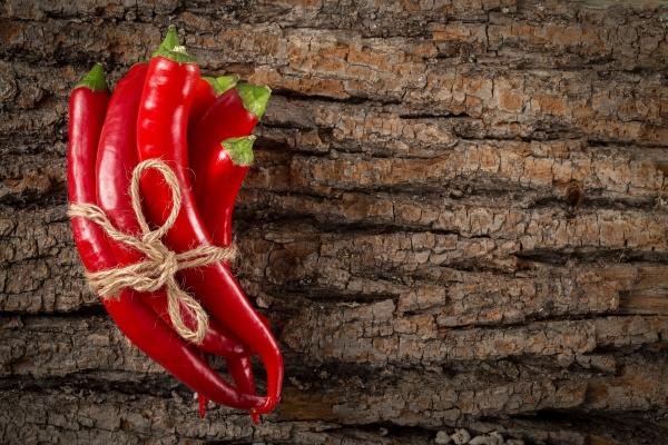 Пучок красного жгучего перца чили